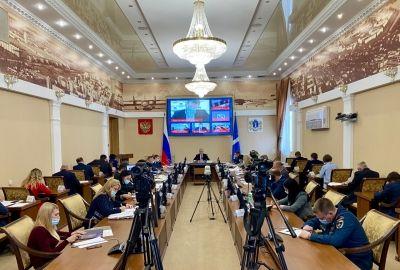 На аппаратном совещании в понедельник губернатор Сергей Морозов снова раскритиковал работу подчиненных